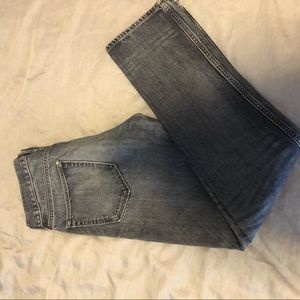 Men's light wash jeans